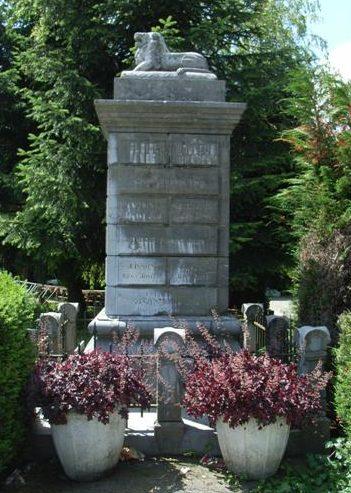 г. Лувейнье (Louveigne). Военный мемориал обеих войн.