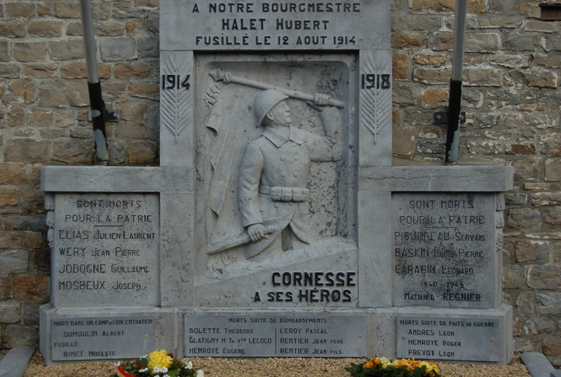 Муниципалитет Cornesse. Памятник у церкви погибшим воинам в обеих войнах.
