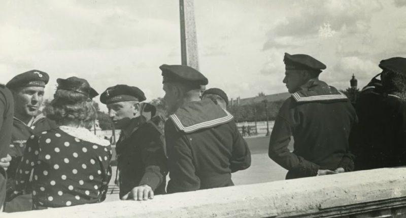 Немецкие матросы также «заходили» в Париж. 1942 г.
