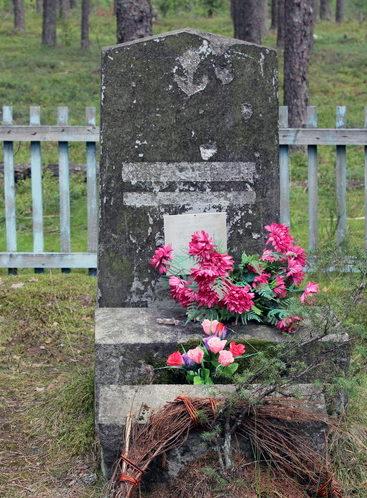 п. Овсяное. Братская могила советских воинов, погибших в годы войны.