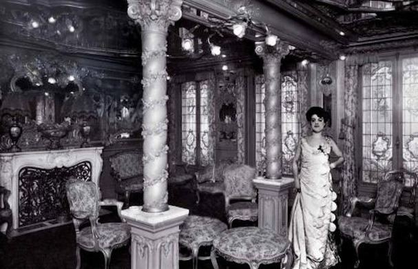 Гостинная самого старого борделя Парижа «Ле Шабане». 1942 г.