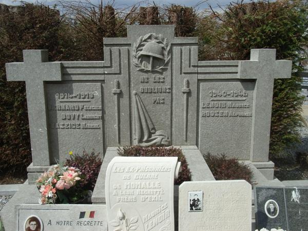 Муниципалитет Momalle. Военный мемориал двух войн на кладбище.