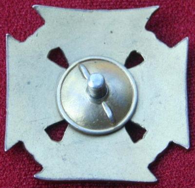 Аверс и реверс знака офицерской школы инженерных войск.