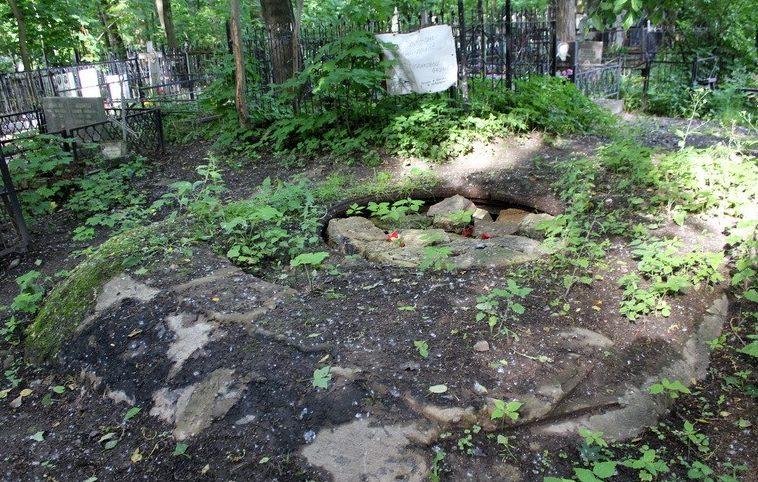 ДОТ-КВ №126, рубеж «Ижора». г. Санкт-Петербург, пр. Стачек, д. 98, Красненькое кладбище.