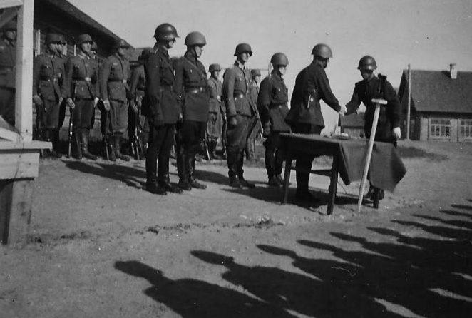 Награждение хиви и подразделения РОНА. 1943 г.