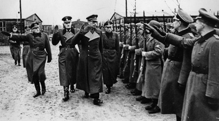 Генералы РОА Трухин и Власов принимают парад частей РОА. 1944 г.