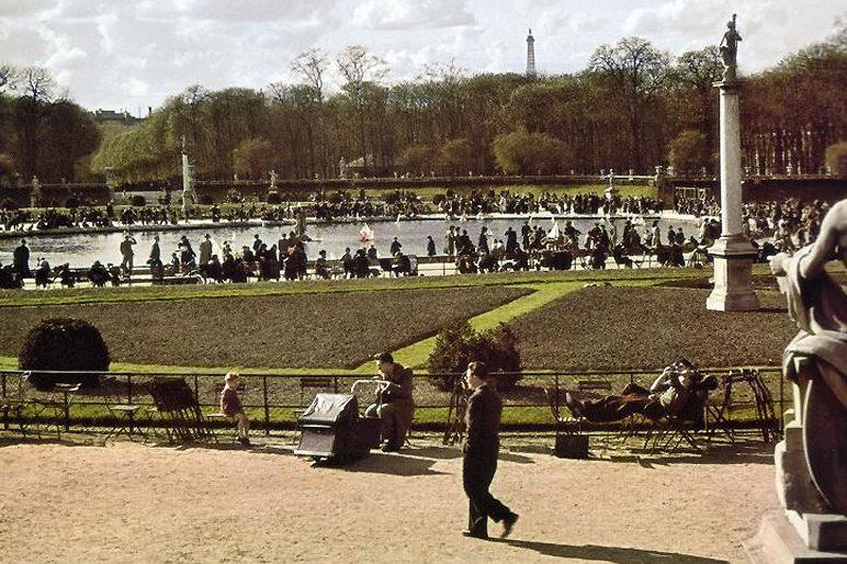 Люксембургский сад. 1943 г.