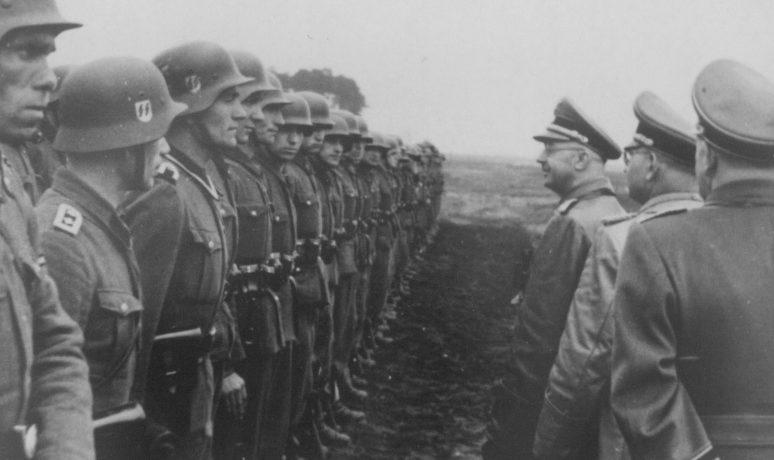 Рейхсфюрер СС Генрих Гиммлер во время смотра 14-й гренадерской дивизии СС «Галиция». Май 1944 г.