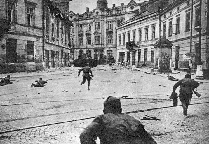 Бой в городе. Июль 1944 г.