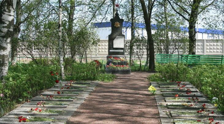 п. Шушары, Московская Славянка. Мемориал на воинском кладбище, где захоронено 806 советских воинов.