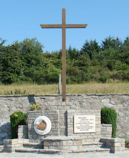 Коммуна Bastenaken. Памятник погибшим воинам и жертвам обеих войн.