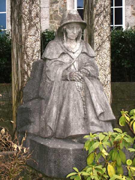 Коммуна Бастоген (Bastten). Памятник погибшим обеих войн.