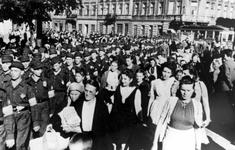 Проводы украинских воспитанников СС на обучение в Германию по улицам Львова. Июнь 1944 г.