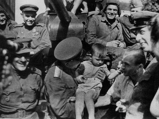 Одесситы встречают освободителей. Апрель 1944 г.