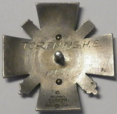 Аверс и реверс знака выпускника офицерской школы береговой артиллерии.