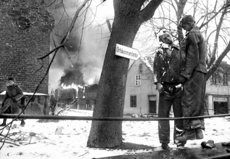 Повешенные хиви из РОА. Март 1945 г.