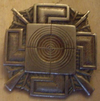 Аверс и реверс бронзового знака Шюцкора «Снайпер».