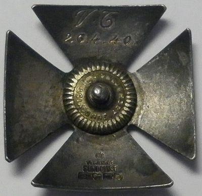 Аверс и реверс знака выпускника офицерской школы связи.
