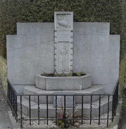 Коммуна Бурси (Bourcy). Памятник погибшим в обеих войнах.