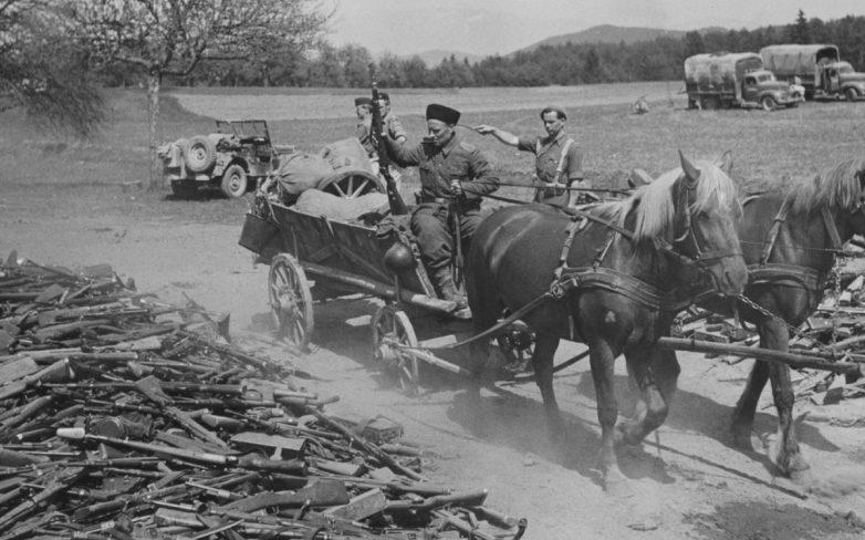 Казак 15-го кавалерийского корпуса вермахта во время капитуляции. Май 1945 г.
