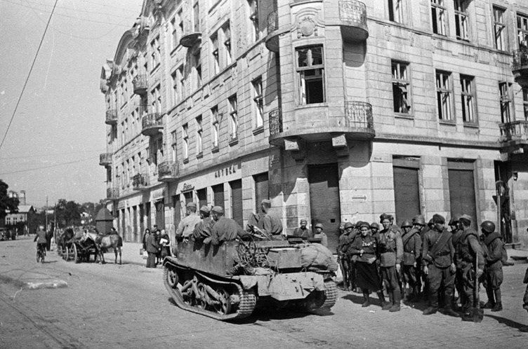Красная Армия вновь входит в город. Июль 1944 г.
