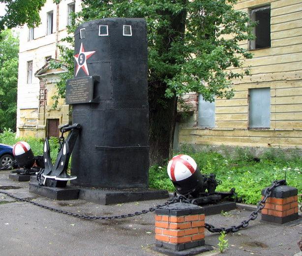 Памятник подводной лодке «Народоволец».