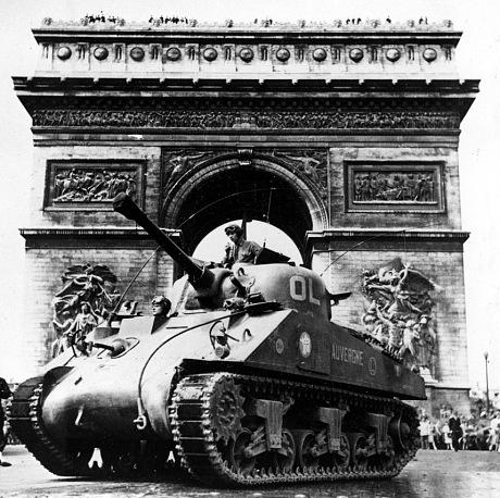 Американский танк у Триумфальной Арки. 24 августа 1944 г.