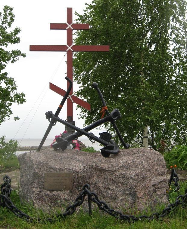 Памятник морскому десанту на Петергофском шоссе, 75 у яхт-клуба «Балтиец».