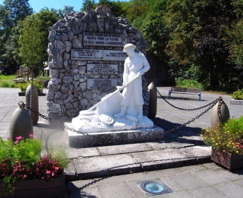 г. Grupont. Памятник погибшим воинам и жертвам обеих войн.