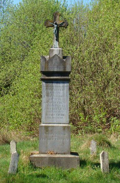 Коммуна Heinsch. Памятник пяти патриотам, убитым 3 сентября 1944 г.