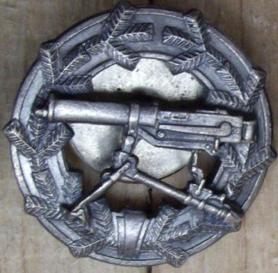 Аверс и реверс знака «За стрельбу из станкового пулемета» образца 1933 г.