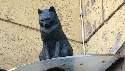Памятник коту Елисею.