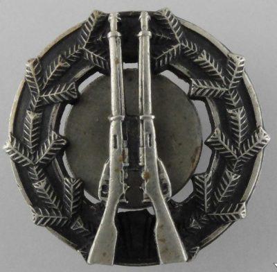 Аверс и реверс знака «За стрельбу из винтовки 2-го класса» образца 1933 г.