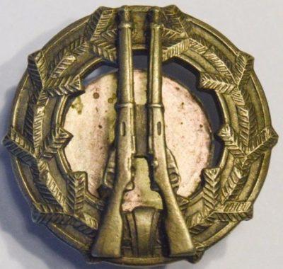 Аверс и реверс знака «За стрельбу из винтовки 3-го класса» образца 1933 г.
