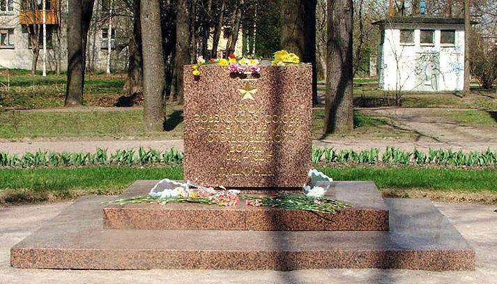 Памятный знак к 60-летию Победы.