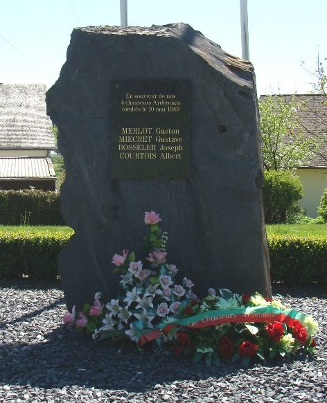 Коммуна Мартелена (Martelange). Памятник четырем воинам, погибших в Арденнах в мае 1940 г.
