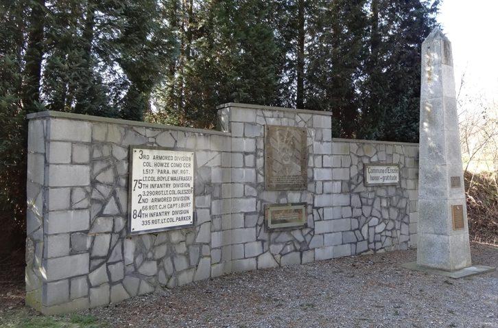 Муниципалитет Melines. Памятник американских воинам, погибшим в 1945 г.