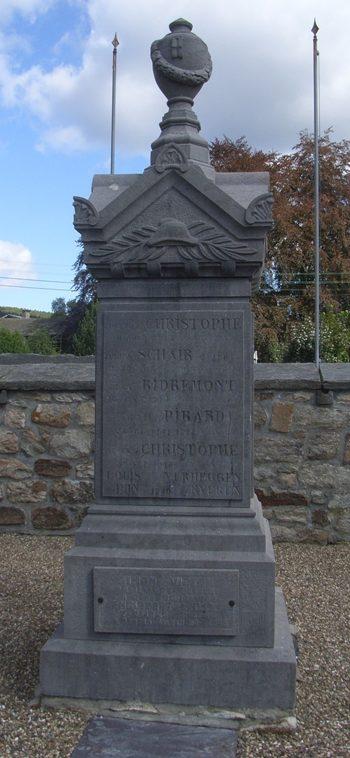 Муниципалитет Petit-their. Военный мемориал обеих войн.