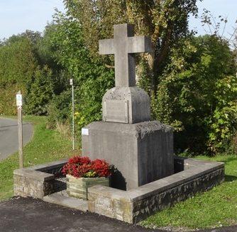 Коммуна Warisy. Памятник в честь жертв обеих войн.