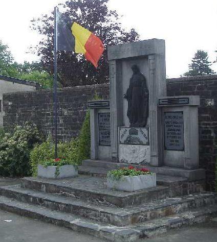 Муниципалитет Samree. Военный мемориал обеих войн. Скульптор - Э. Хаульт.