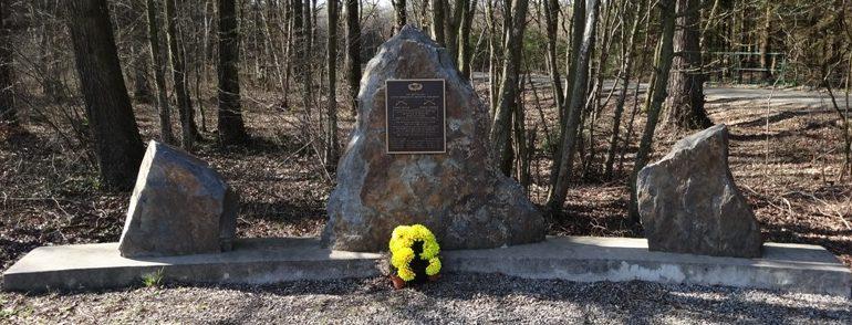 Муниципалитет Soy. Памятник воинам 1-го батальона 517-го парашютного пехотного полка погибших во Вторую мировую войну.
