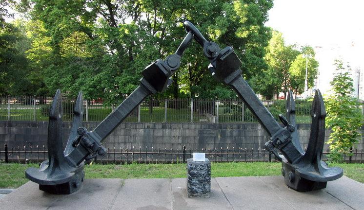 Памятник линкору «Октябрьская Революция».