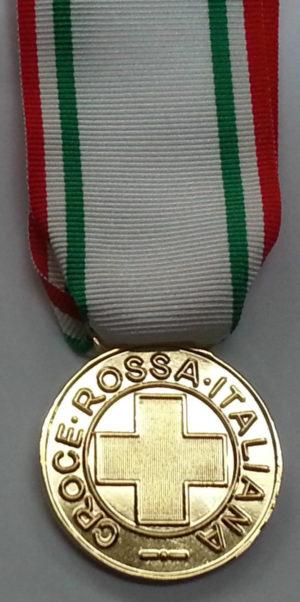 Аверс и реверс золотой медали «За заслуги перед Красным крестом» (Medaglia d'oro al merito della Croce Rossa Italiana). Республика.