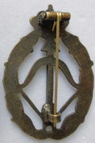 Аверс и реверс знака истребителя-перехватчика в золоте. Королевство.