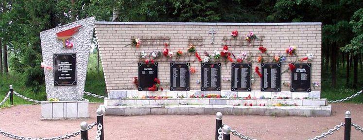 п. Дружная Горка Гатчинского р-на. Мемориал в память погибшим землякам.