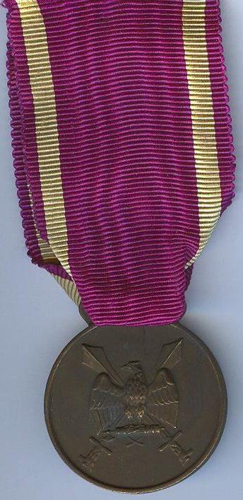 Аверс и реверс бронзовой медали Ордена Римского орла с мечами II-го типа.
