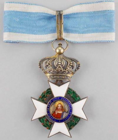 Большой командорский крест ордена Спасителя на шейной ленте.