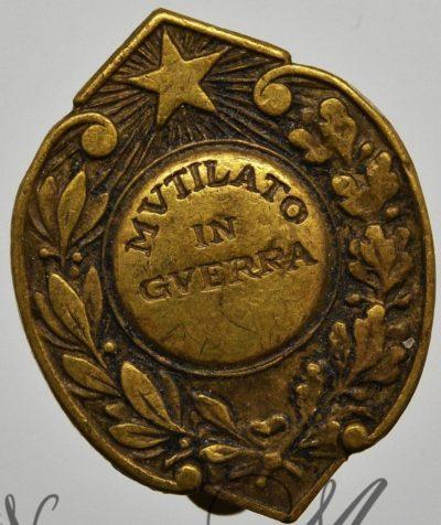 Аверс и реверс знака за ранение во Второй мировой войне в бронзе.
