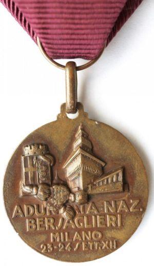 Аверс и реверс памятной медали сбора берсальеров. Милан. 1934 г. Медаль изготовлена из бронзы, диаметр - 31 мм.