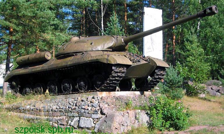 Памятник-танк ИС-3 на мемориале.